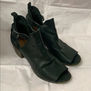 Lucky Brand open toe booties 71/2M. Black